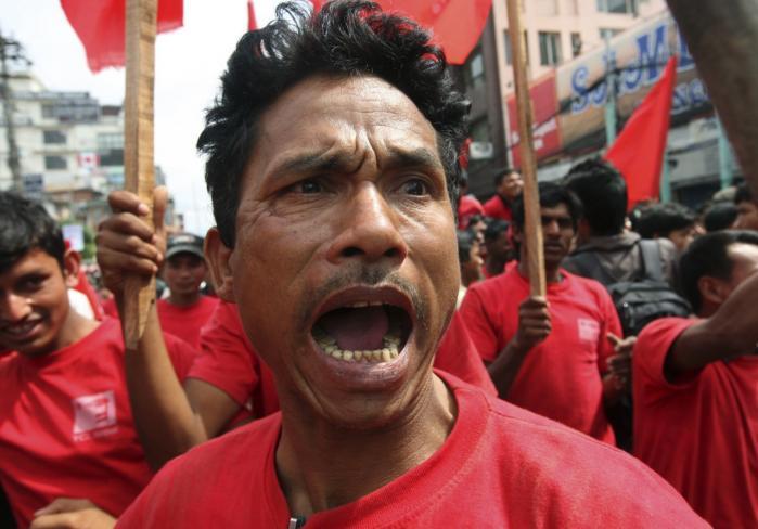 Da maoisterne blev valgt i regering i Nepal i 2008, håbede mange på fredeligere tider og økonomisk fremgang for landets fattige. Men siden maoisterne trak sig fra regeringen, og nu har presset landets premierminister tilbage, er nepalesisk parlamentarisk politik igen blokeret.
