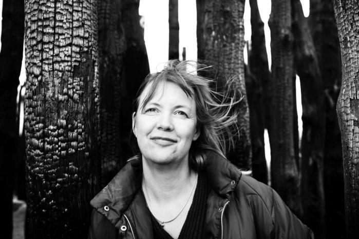 Katrine Marie Guldager skifter mellem to stemmer: klogekone-stemmen med et overb©°rende vid og den forargede mora°©liserende.