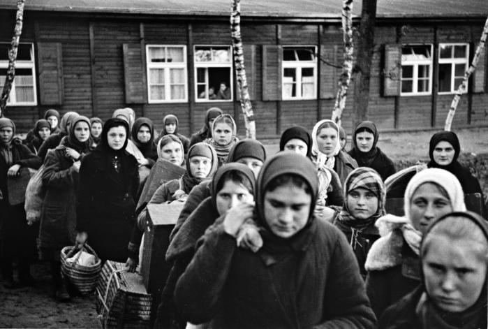 Nazisterne brugte 20 millioner menneskersom tvangsarbejdere. Nu vises den  komplette europæiske dimension af tvangsarbejde under krigen på stor udstilling på det Jødiske Museum Berlin