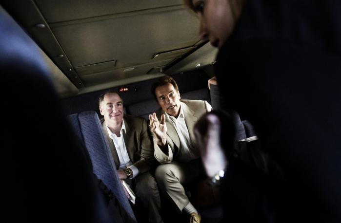 Arnold Schwarzenegger - her sammen med sin finansielle rådgiver Paul Wachter (t.v.) og pressemedarbejder Margita Thompson - er på jagt efter en ny identitet og vil kæmpe for klimaet, når han stopper som guvernør - bl.a. gennem R20-netværket.