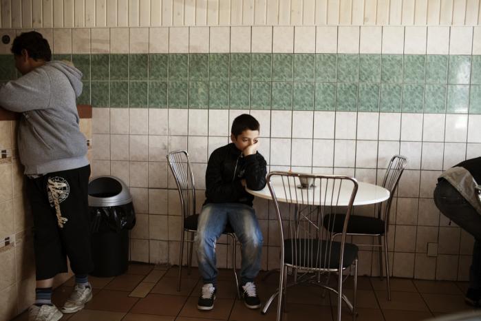 Boligområder som Tingbjerg er kommet med på regeringens ghetto-danmarkskort, men områdernes effekt transcen-derer områdernes grænser. 'Dem som udtaler sig om 'problemet' med de såkaldte ghettoer, kommer - hvad enten det er bevidst eller ubevidst - til at hælde brændstof på en racistisk diskurs, som ikke kan undgå at have konsekvenser for ikke-hvide mennesker i Danmark, siger den amerikanske forsker Nicholas De Genova.