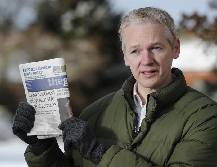 Pressen er mødt op på det landssted, hvor Assange er i husarrest i Norfolk, England.   Partnerskabet med Guardian har varet i over et halvt år og sikrede organisationen sit gennembrud, men bød også på store spændinger og kontroverser, viser artikel i Vanity Fair