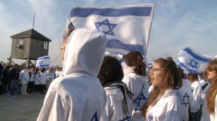 Det kan godt være at DR2 og kanalchef Arne Notkin ikke vil vise den kontroversielle israelske dokumentarfilm, Defamation. Men filmen er en fascinerende belysning af et dybt alvorligt dilemma