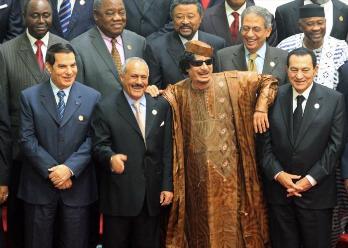 De arabiske lande er blevet tikkende bomber af korruption, tredoblede befolkningstal og social ulighed. Men oprørene skyldes først og fremmest regimernes overdrivelse af den islamistiske trussel, lyder det fra fransk ekspert