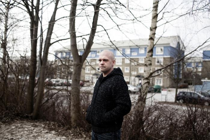 Morten Pedersen er 31 år og har fået konstateret posttraumatisk stresssyndrom efter en udsendelse til Afghanistan. Han tog derned med den holdning, han kæmpede for et bedre samfund. 'Det var måske naivt. Når man så kommer hjem og ser, hvordan man bliver behandlet, så føler man sig for alvor dum.'