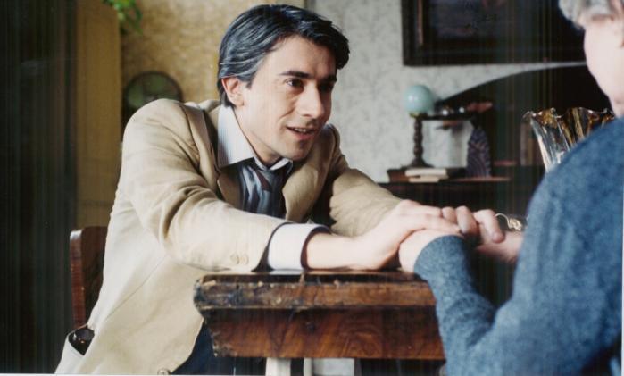 Marco Tullio Giordanas prisvindende filmkrønike, 'En italiensk familie', strækker sig fra 1963 til 2003. Personfortællingerne går hånd i hånd med en skildring af Italiens politiske strømninger, især 70'ernes oprørsgrupper og de psykisk syges kamp for menneskestatus gennem de fire årtier.