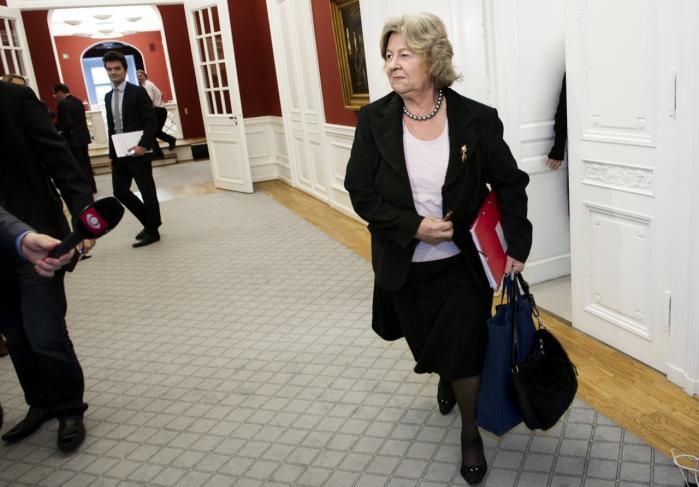 Balladen i integrationsminister Birthe Rønn Hornbechs ministerium har nu fået DJØF til at begynde en undersøgelse af vilkårene for embedsmænd i centraladministrationen.