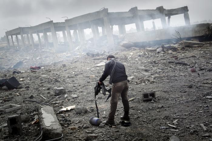 Hvis Gaddafis regime falder, er det ikke alene bygninger og veje, der skal bygges op på ny. Efter over 40 års systematisk nedbrydelse af civilsamfundet er der praktisk talt ingen ud over Gaddafis håndgangne mænd, der har forstand på regeringsførelse.