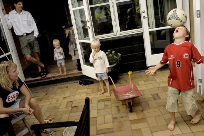 Bofællesskabet Munksøgård ved Roskilde. I det område bor mange mennesker  i bofællesskaber, hvor man har hver sin lejlighed eller hver sit rækkehus, og desuden et fælles hus, hvor man spiser sammen og laver andre fællesaktiviteter. Det er efter Karen Sjørups mening et godt alternativ til den traditionelle familieform, når det handler om at få det til at fungere med skilsmissebørn