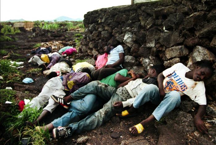 Op mod 800.000 tutsier og moderate hutuer blev dræbt under folkemordet i Rwanda i 1994. Efterfølgende er også Rwandas tutsier blevet beskyldt for at have begået massakrer mod hutuer. Men krigsforbryder-tribunalet ser alene på hutuernes massakrer, og det møder kritik.