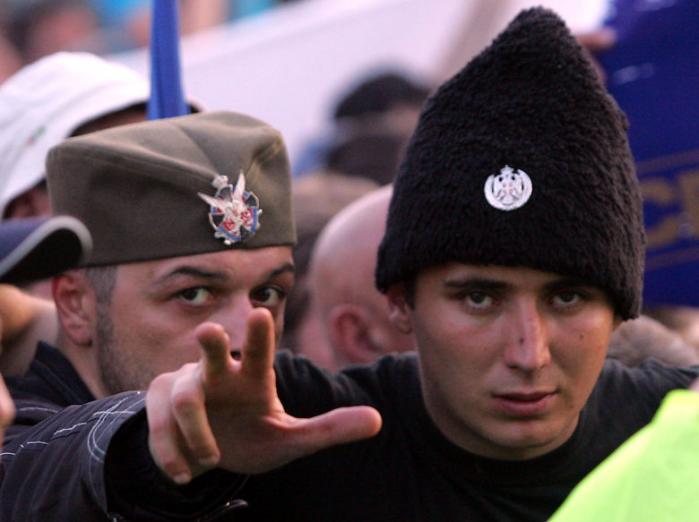 Det var en Mladic, der var blevet forladt af de fleste venner, som serbiske myndigheder i torsdags arresterede. Eksgeneralen har dog stadig et par udfald tilbage, afslører vidneudsagn fra fængslet