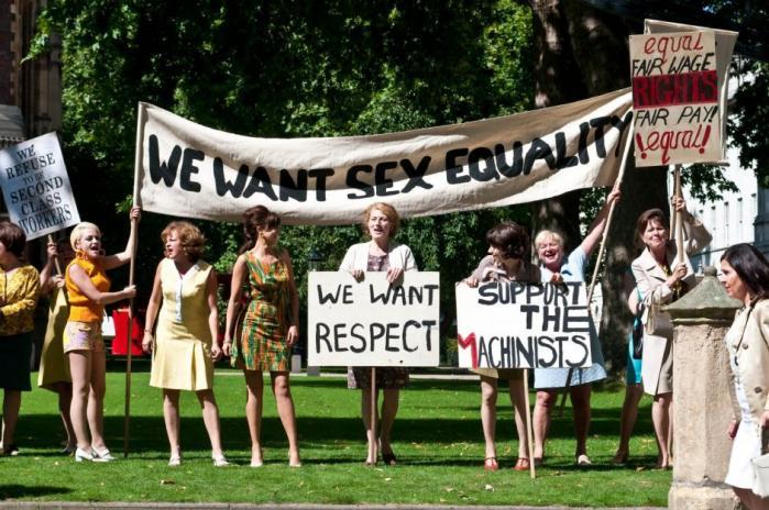 Kønskamp, lønforhandlinger og fagforeningspolitik bliver til forbløffende ufarligt 'feel good'-drama i Nigel Coles 'Det stærke køn'