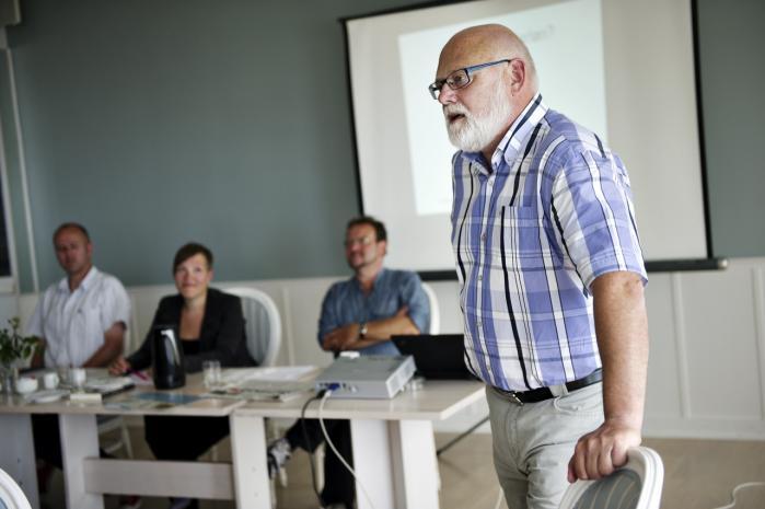 3F-formand Poul Erik Skov Christensen og 15 af hans arbejdsløse medlemmer stillede i går op til folkemødet på Bornholm for at fortælle politikerne om deres virkelighed, som blandt andet består i, at cirka 1.400 arbejdsløse kæmper om 21 job.