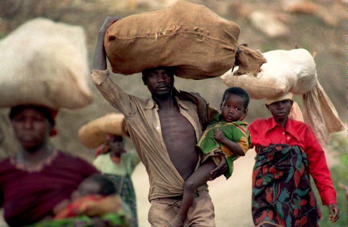 Folkemordet i 1994 skabte massive flygtningestrømme fra Rwanda ind i nabolandene. I går blev seks tidligere rwandiske topfolk idømt lange fængsels-straffe ved Krigsforbryder-tribunalet for Rwanda efter en retssag, der har varet i 10 år.