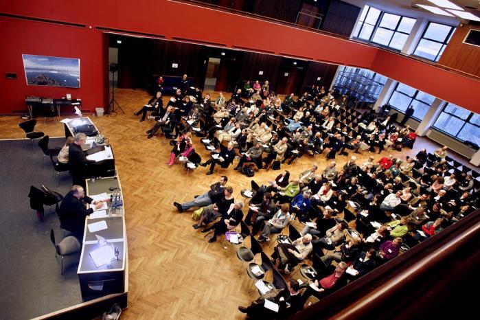 De danske universiteter bør overgå til engelsk som forretningssprog.