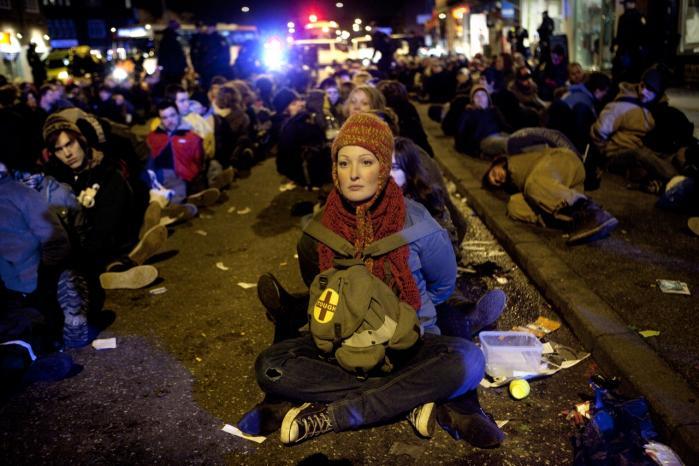 VKO's omstridte lømmelpakke blev taget i brug under COP15, hvor 1.000 demonstranter sad i 'futtog'. Lømmelpakken ser nu ud til at blive afskaffet.   arkiv