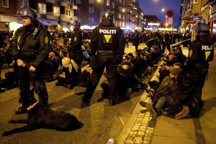 944 personer blev frihedsberøvet den 12. december 2009, da politiet skred til masseanholdelse af demonstranter i den største demonstration under COP15. Siden har en særlig politienhed foretaget en omfattende registrering af de anholdte.