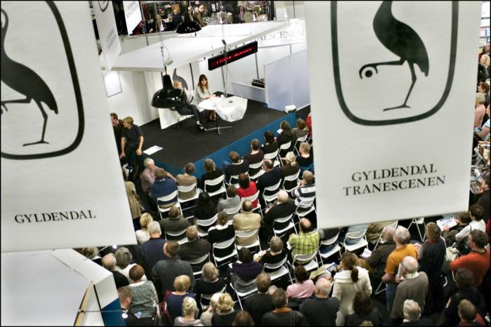 Forlagsgiganter som Gyldendal får stigende konkurrence fra selvudgivere, der enten er trætte af forlagenes nåleøjne eller ikke kan se nogen økonomiske fordele ved at lade andre udgive dem.