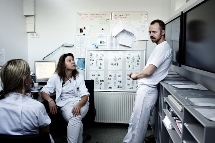 Mange undersøgelser viser, at medarbejderne ofte ikke tør udtale sig. Senest har Dansk Sygeplejeråd foretaget en undersøgelse, der fastslår, at alt for mange sygeplejersker tier, fordi de er bange for at blive fyret. arkiv
