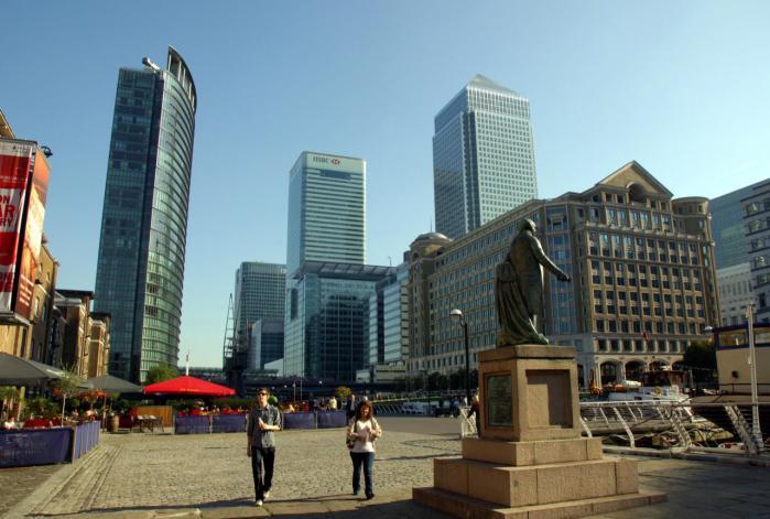 Storbritannien er modstander af den fransk/tyske idé om at lægge skat på finansielle transaktioner. Briterne er bange for, at beskatningen vil skade Londons status som det førende europæiske finansmarked.