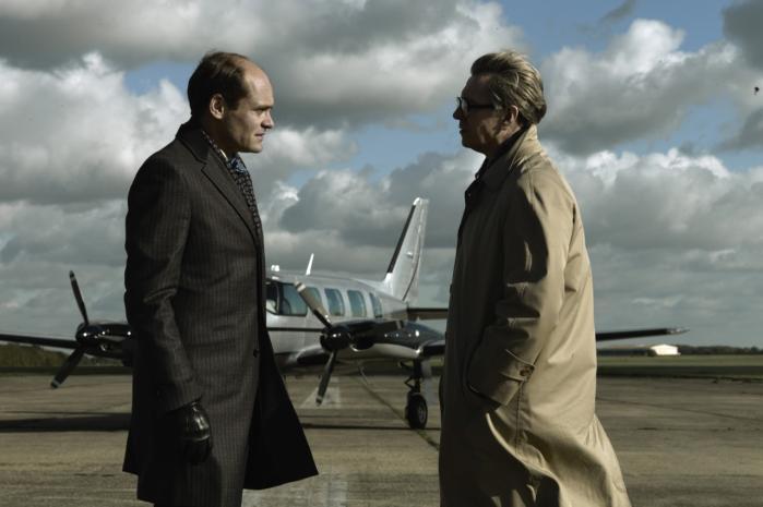 Skuespil. Med Gary Oldman (t.h.) i front får man lejlighed til at se en række stortalenter arbej-de, blandt andre danske David Dencik (t.v.).