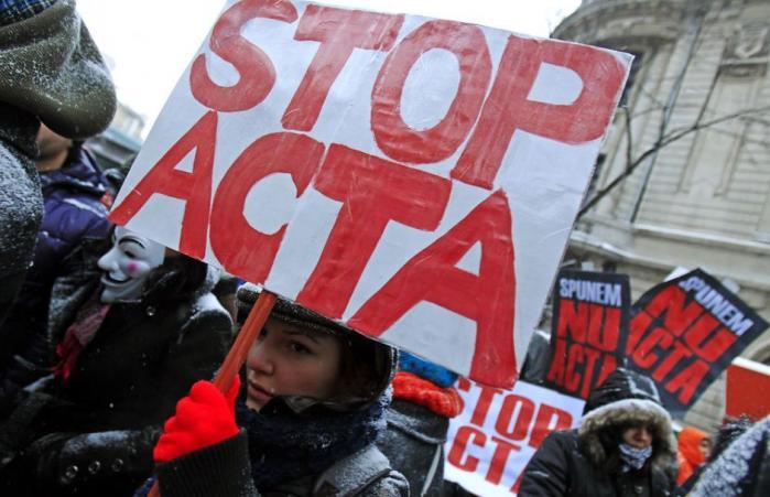 EU-Kommissionen beder EU-domstolen vurdere, om den kontroversielle antipirataftale, ACTA, er lovlig
