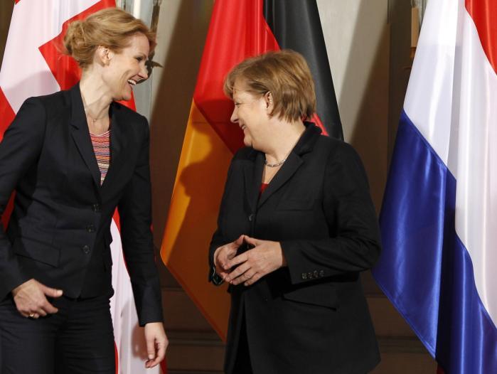 Enevælde. Valget står mellem finanspagt eller kaos, hvis man skal tro den tyske kansler Angela Merkel (th.), der også har udtalt, at den omstridte finanspagt vil stå for altid, og at ingen politiske flertal kan ændre den.