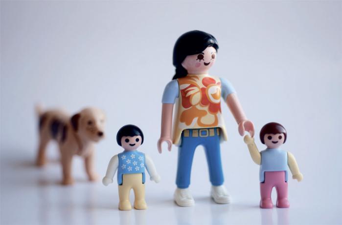 Det er de højtuddannede og vellønnede kvinder, der i stigende grad vælger at få børn alene eller at leve alene med deres børn. Men er tendensen i virkeligheden udtryk for, at kernefamilien er blevet mindre egnet til det moderne arbejdsmarked?