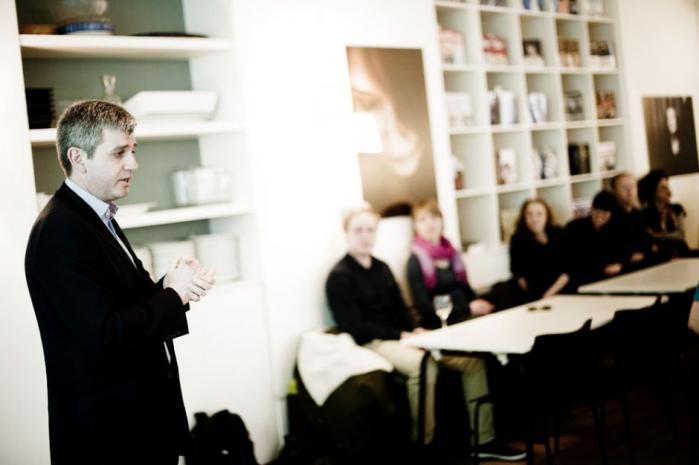 Som en stor spiller på internettet har Google også et stort ansvar, mener Google-chef Peter Barron, der i dag er i København for at overvære uddelingen af Informations nyhedshackerpris i innovativ online-journalistik