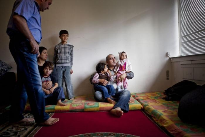 Et embedsmandsudvalg lægger op til, at asylansøgere skal kunne bo og arbejde uden for centrene, hvis de samarbejder om at rejse hjem. Enhedslisten og Radikale vil have kravet ændret
