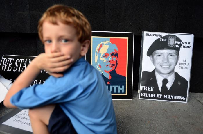 Sagen om sagen. Den svenske anklagemyndigheds jagt på Wikileaks-stifteren, Julian Assange, har mobiliseret aktivister til kamp for ytringsfriheden over hele kloden. Her en demonstration i Brisbane i Assanges hjemland, Australien.