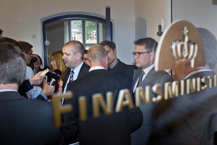 Fordi Danmark kun har øje for én finansiel regnemodel, bliver landet økonomisk svækket, lyder det fra økonomiprofessor Jesper Jespersen.