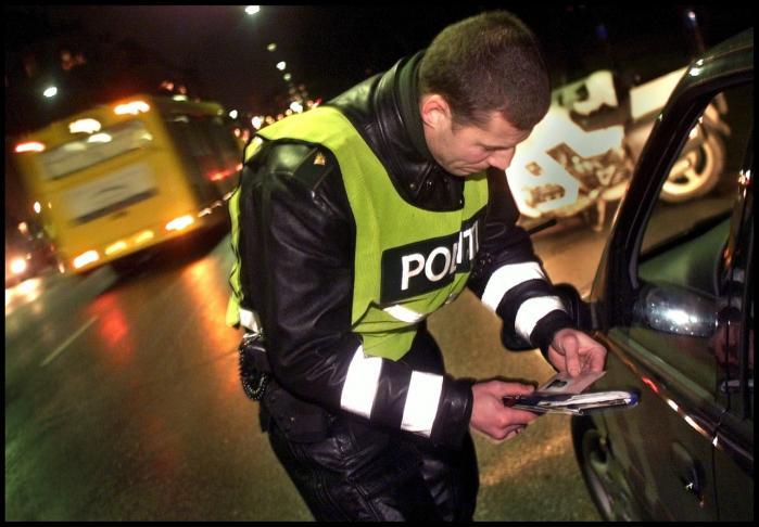 Ifølge misbrugsekspert Henrik Rindom er lovgivningen om hashkørsel en hetz mod hashrygerne. En europæisk undersøgelse viser, at hash ikke medfører øget risiko for uheld med alvorlige skader i trafikken.