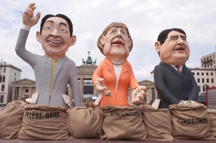 Selvom Sigmar Gabirel (til højre), formanden for de tyske socialdemokrater, er kommet med et arbejdspapir, der angriber bankerne og de initiativer, der er blevet taget for at hindre en ny nedsmeltning i finanssektoren, må han stadig finde sig i at blive kædet sammen med regeringens upopulære finanspolitik.