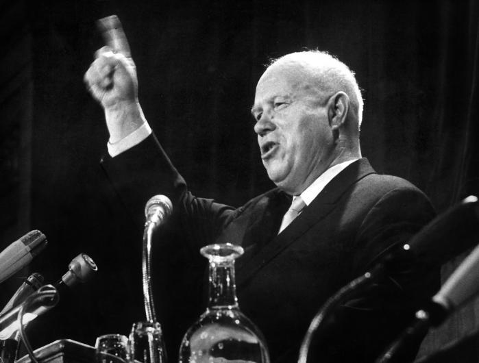 Søndag den 28. oktober 1962 proklamerer Khrustsjov, at han nu vil demontere de sovjetiske raketter på Cuba.