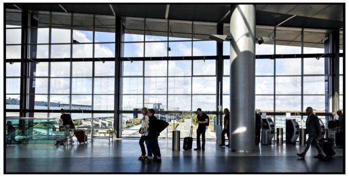 'Danmark er et af de eneste lande, der ikke tjekker illegale indvandrere, som kommer via Schengen-landene. Men problemet er langt større, end at der slipper nogle mennesker ind i landet. Det handler om, at væsentlige ting forties,' siger formanden for Politiforbundet, Peter Ibsen.
