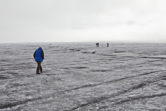 Jason Box har netop præsenteret ny forskning, der dokumenterer, hvordan sodpartikler fra tundra- og skovbrande kan føres med vinden til Arktis og bl.a. lejre sig på Grønlands indlandsis. Det kan accelerere den i forvejen tiltagende sommerafsmeltning af isen.