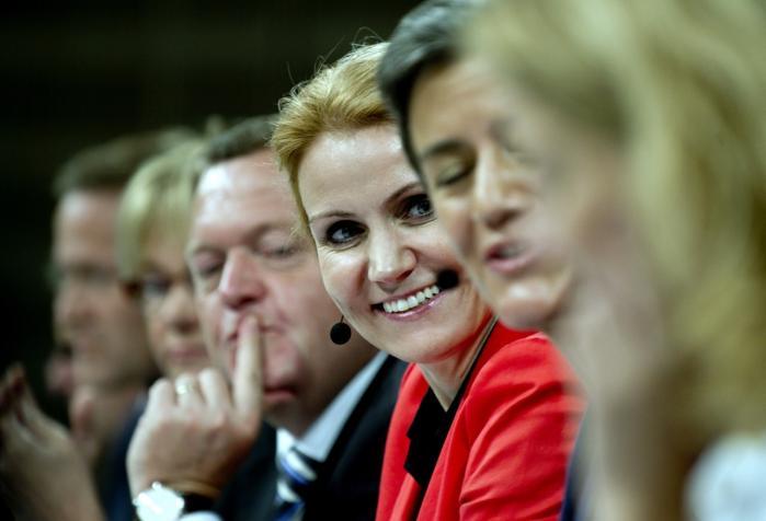 Fravær. Hverken Helle Thorning-Schmidt ellers Lars Løkke Rasmussen taler om nyliberalismen, men de styrer ufortrødent efter den.