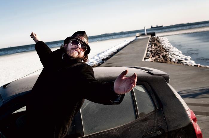 Dokumentarfilmen 'Testamentet' fra 2011 af Christian Sønderby Jepsen handler om Henrik og hans bror, der venter på at arve en stor mængde penge fra deres morfor – men så alligevel ikke gør det. Filmen blev en kæmpe succes og blev vist i over 40 biografer landet over.