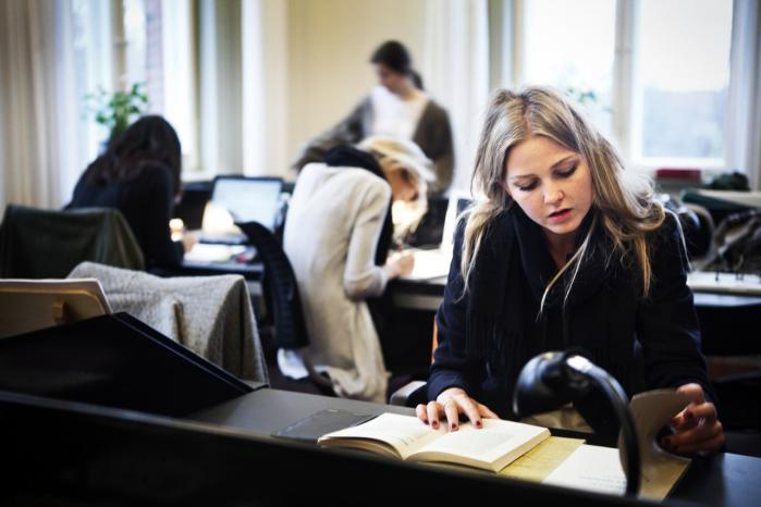 Selv om de studerende arbejder et halvt år i ulønnet praktik, får de kun merit for et kvart årsværk for praktikken. Her antropologistuderende Luzia Zeruneith, der har været i ulønnet praktik i udlandet.