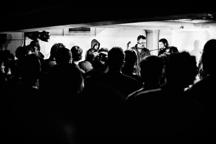 På trods af den bizarre akustik i parkeringskælderen under Hotel Danmark, formåede Peter Sommer med band at levere et lydbillede, der var helt i top.