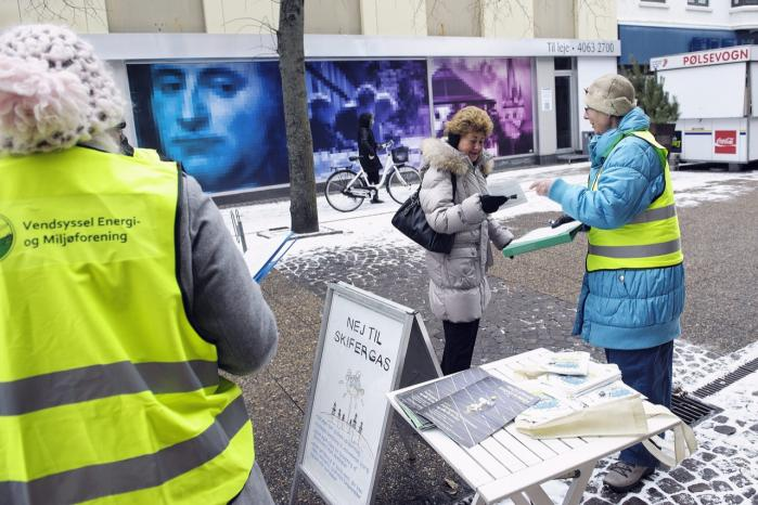 I Frederikshavn Kommune har modstandere af udvinding af skifergas i kommunen indsamlet 6.000 underskrifter.   Onsdag aften besluttede byrådet i kommunen, at der først må foretages prøveboringer, når der er foretaget en fuld VVM-miljøvurdering.