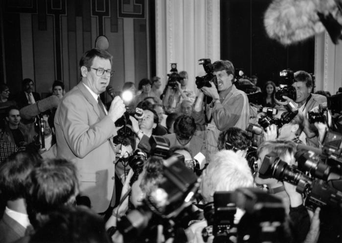 Der går en lige linje fra Ronald Reagan og Margaret Thatcher i 1980'erne til Nyrup--regeringens reformer i 1990'erne og siden Hartz IV-reformerne i Tyskland. Det er i den periode, at den nyliberale tænkning bliver mainstream, siger David Budtz Pedersen.