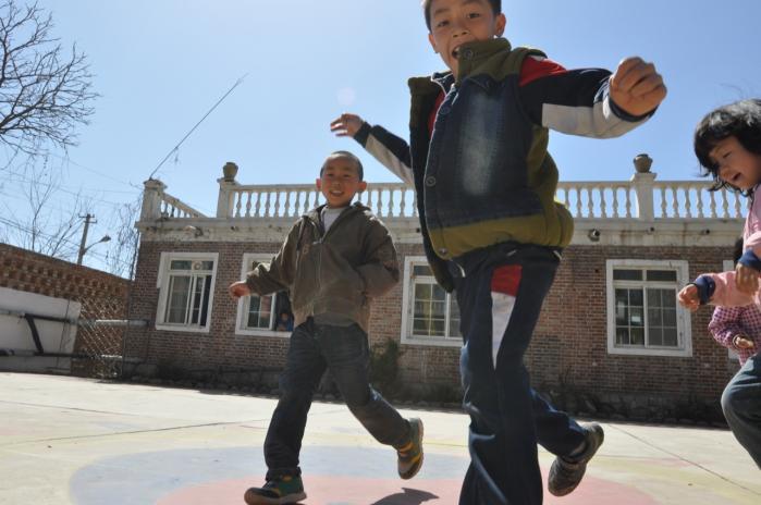 I en Steiner-inspireret skole i udkanten af Beijing forsøger de at undslippe den kinesiske uddannelsesmodel.