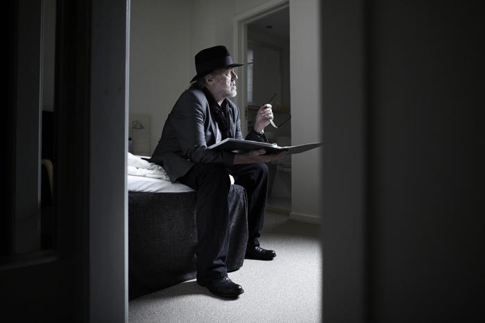 Povl Dissing er med sine 75 år still going strong og gav i DR Koncerthuset en mindeværdig koncert over de seneste næsten 50 års karriere. Nu drager han på turné med et dygtigt orkester.