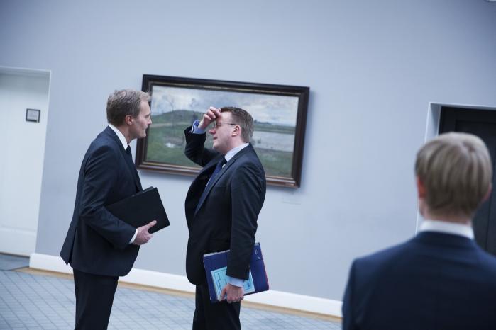 Justitsminister Morten Bødskov (S) (i midten) benytter sig i stigende grad af 'foreløbige svar', når ministeriet f.eks. får udvalgsspørgsmål. Det pynter på svarstatistikken, men det er at gøre grin med Folketinget, lyder kritikken fra bl.a. Peter Skaarup (t.v.), retsordfører for Dansk Folkeparti.