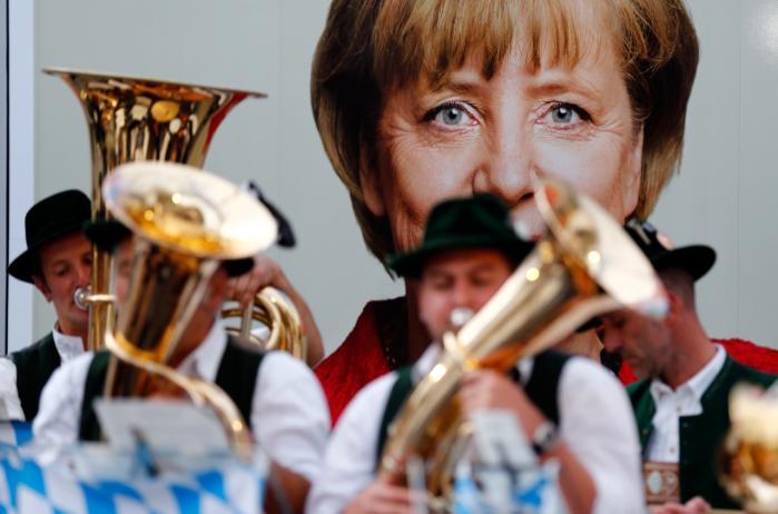 En god socialdemokrat? Som sin partifælle Helmut Kohl er Angela Merkel blevet beskrevet som den mest succesfulde socialdemokratiske kansler, Tyskland har haft. Og deri ligger en stor del af SPD's problemer.