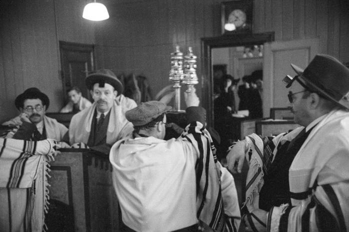 Efter Anden Verdenskrig kunne medlemmerne af Mosaisk Trossamfund vende tilbage til synagogen i København.