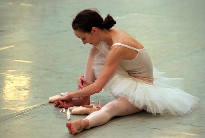 Heidi Ryom var en af Den Kongelige Ballets mindste ballerinaer. Men hendes udstråling og karisma var enorm. Hun blev solodanser i 1982 og dansede alle de store partier i de efterfølgende 15 år. i 1997 dansede hun af i 'Svanesøen'.