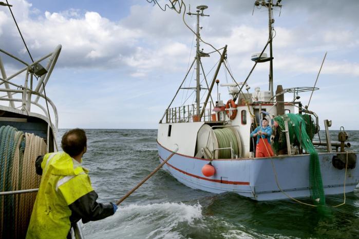Vi skal i højere grad tænke økologisk og bæredygtigt, når vi tænker økonomisk, mener dagens kronikører. Her er det fiskerne fra Thorup Strand, der laver bæredygtigt fiskeri på Skagerrak.